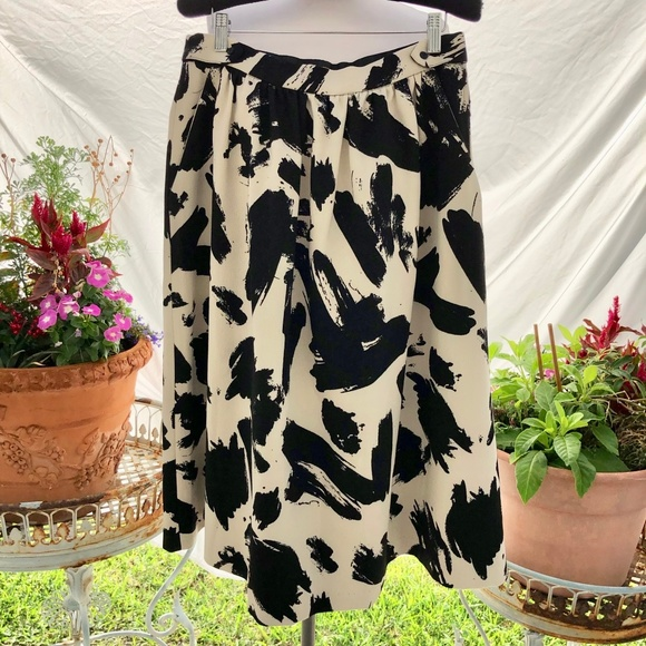 H&M Dresses & Skirts - H&M Black and Beige Skirt with Pockets